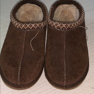 UGG Boys slippers Size 1
